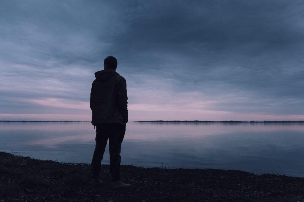 寂しがり屋になるトラウマの原因(よくあるケース)